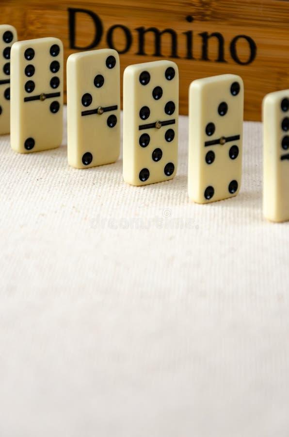 Domino's op witte achtergrond stock fotografie