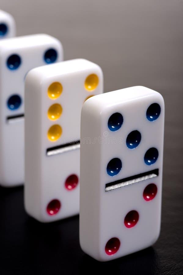 Domino in una riga immagine stock