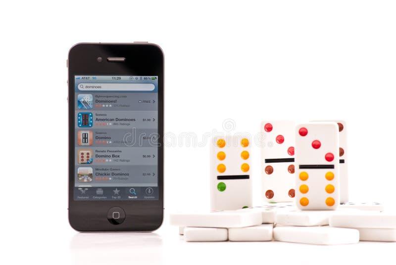 Dominos sur l'iPhone 4 photographie stock libre de droits