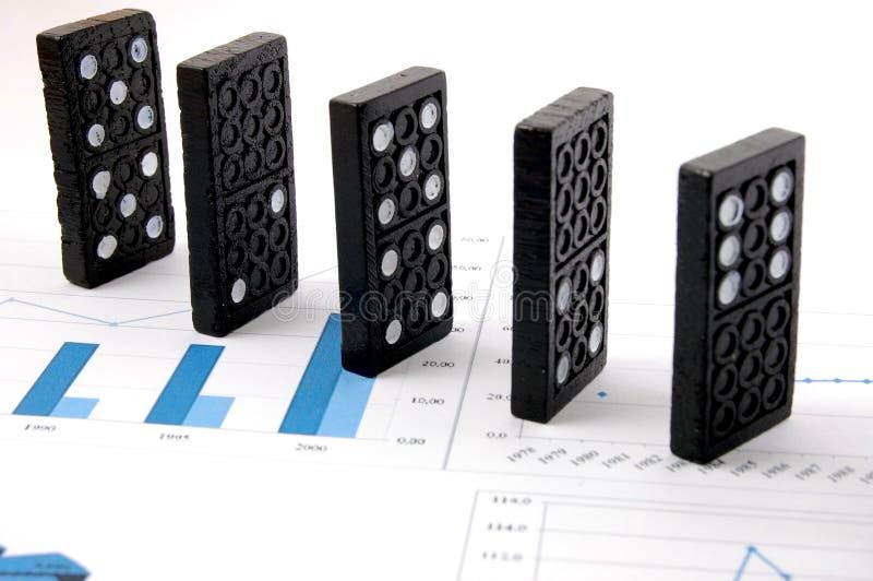 Dominos sur le diagramme images stock