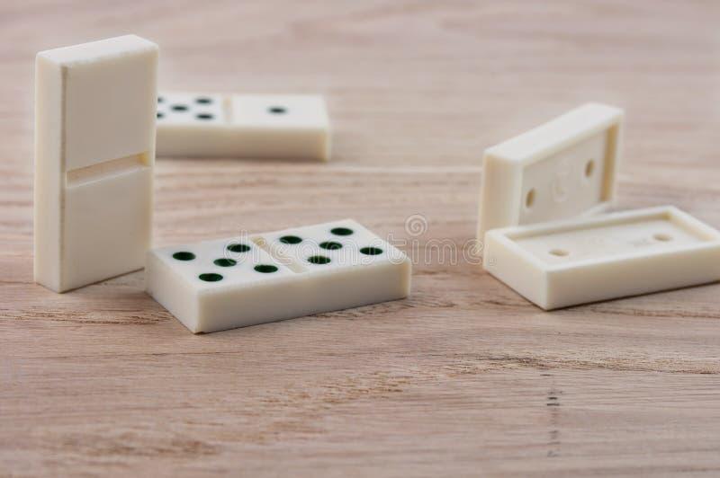 Dominospielen lizenzfreies stockbild