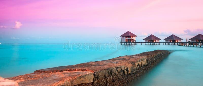 domki nad wodą obrazy royalty free