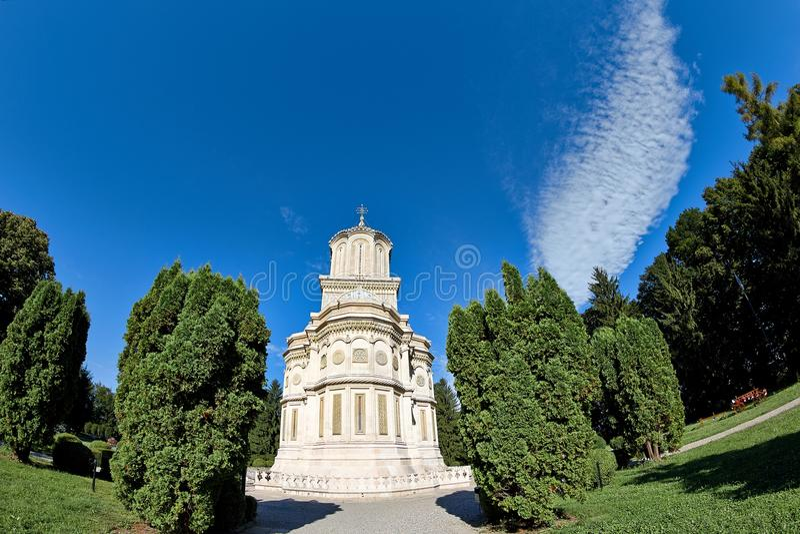 Domkyrka av Curtea de Arges i Rumänien royaltyfri bild