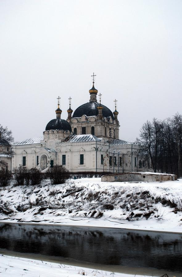 Domkyrka av damen Day i staden av Gagarin i vintern royaltyfria bilder