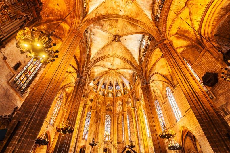 Domkyrka av det heliga korset och helgon Eulalia i Barcelona, Spanien inre arkivbild