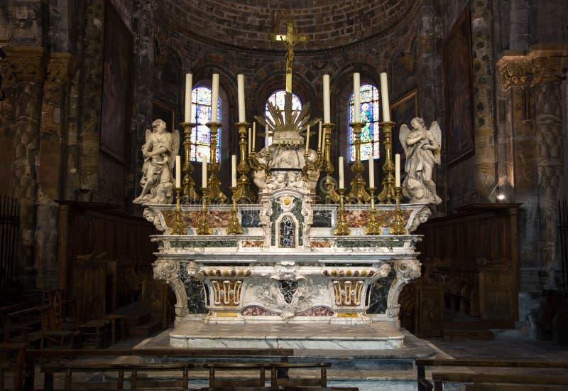 Domkyrka av Embrun - Embrun - Alpes - Frankrike arkivbilder