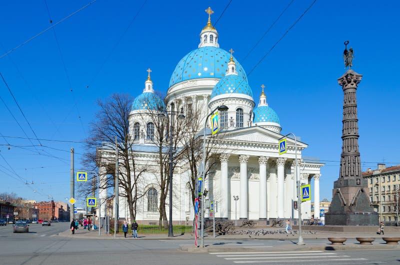 Domkyrka av helig livgivande Treenighet av det Izmailovsky för livvakter regementet och kolonnen av härlighet, St Petersburg, Rys royaltyfri foto