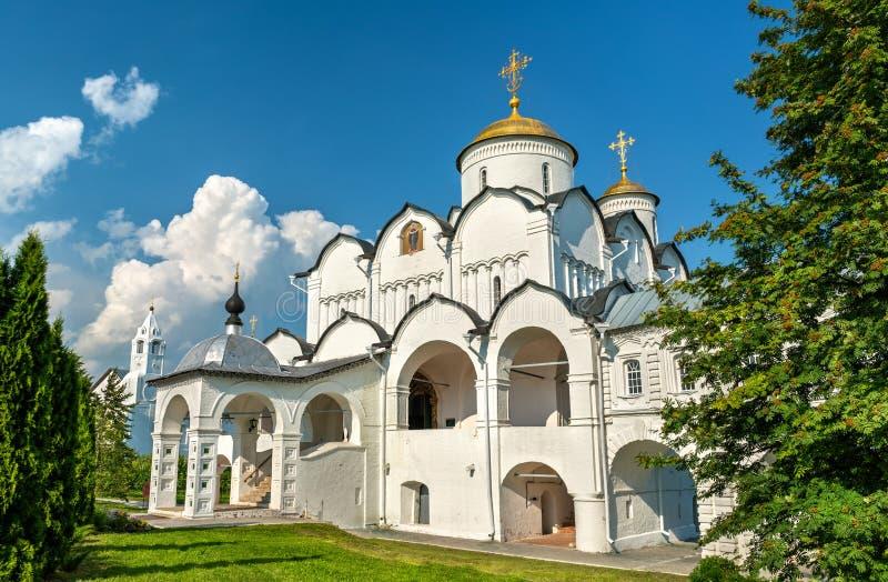 Domkyrka av interventionen av Theotokosen i Suzdal, Ryssland royaltyfria foton