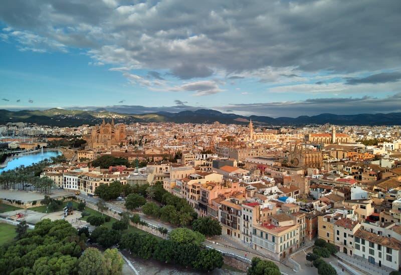 Domkyrka av Palma de Mallorca och cityscape spain royaltyfri bild