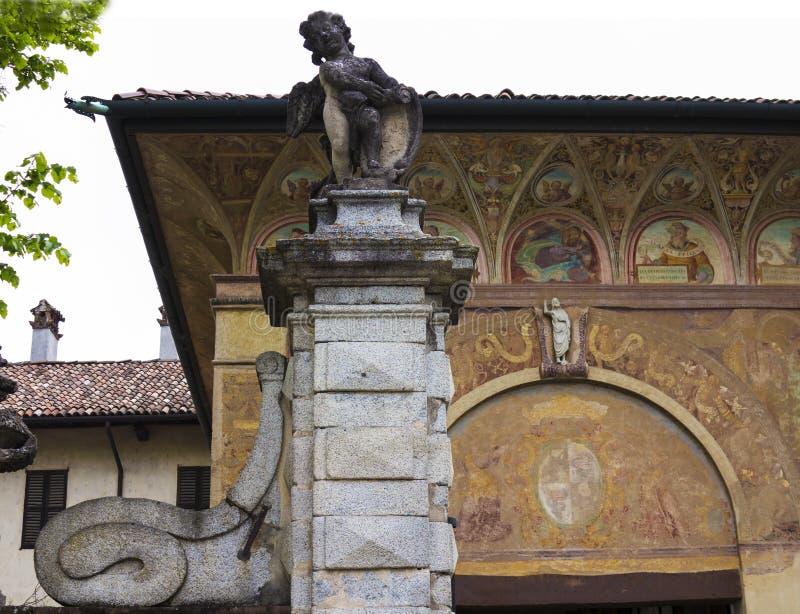 Domkyrka av Pavia, Italien royaltyfria foton