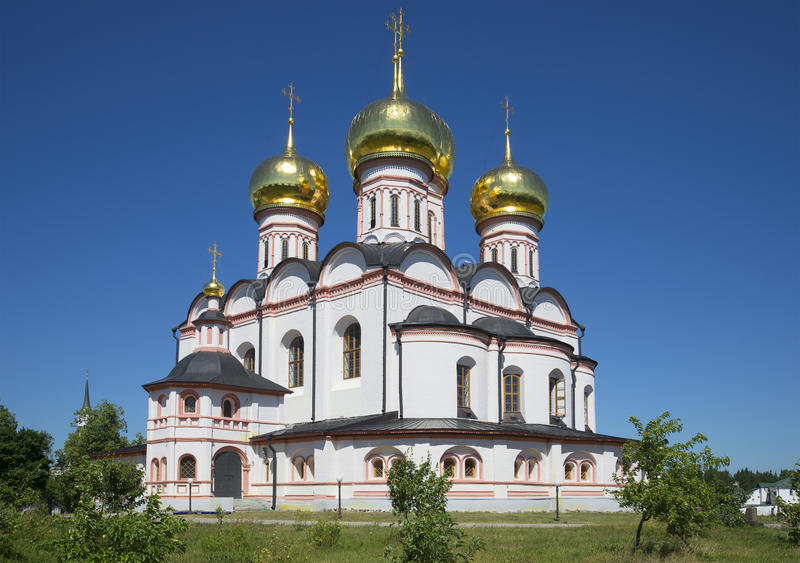 Domkyrka av symbolen av Iver, sommardag Svyatoozerskaya Valday Iversky Bogoroditsky kloster arkivfoto