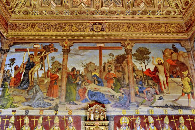 Domkyrka av Toledo Interior royaltyfria bilder