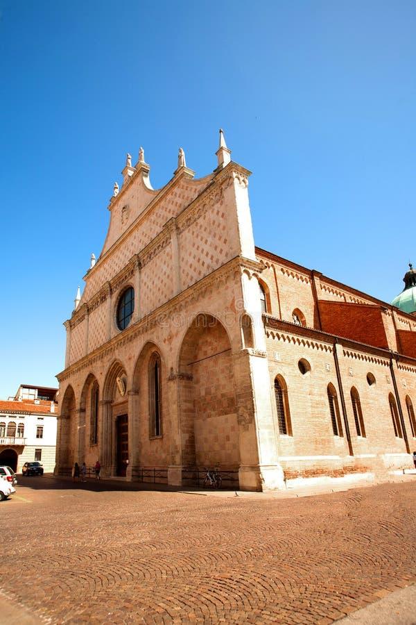 Domkyrka av Vicenza (kyrkan av Santa Maria Annunciata) arkivfoto