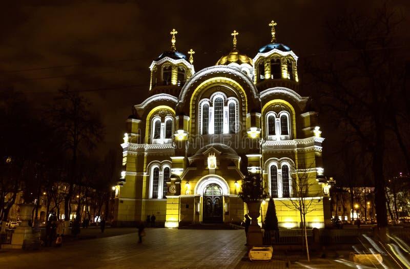 Domkyrka för ` s för St Volodymyr på natten Kyiv Ukraina royaltyfri foto