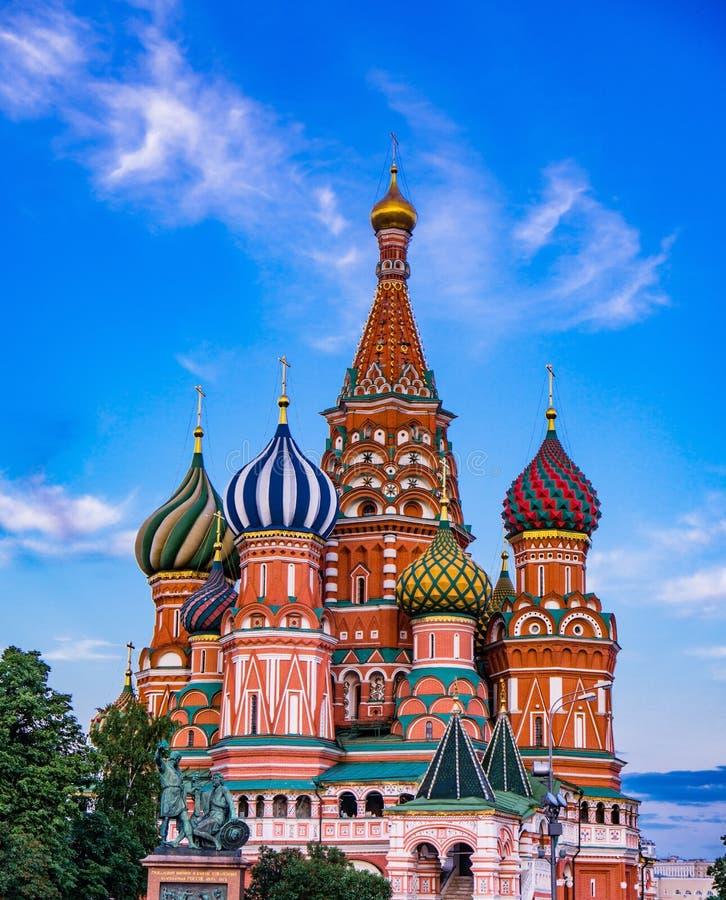 Domkyrka för St-basilika` s i Moskva, Ryssland royaltyfri fotografi