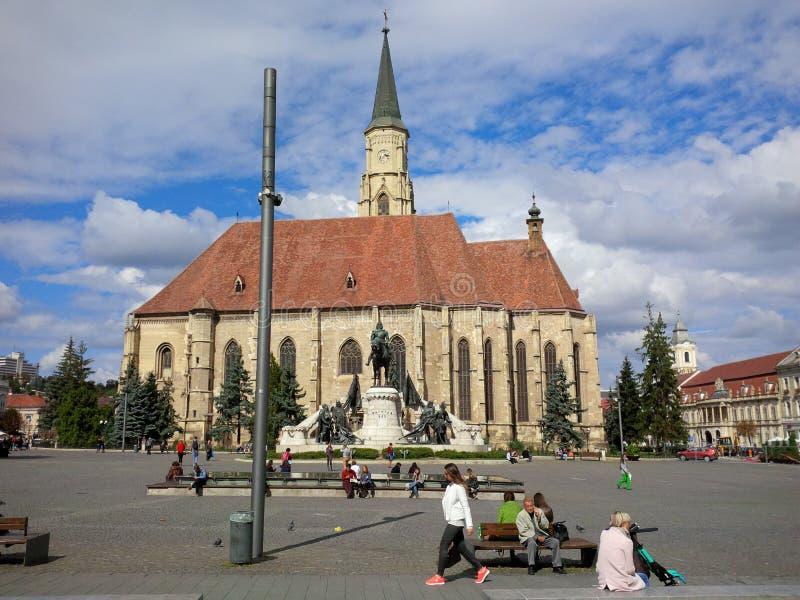 Domkyrka för St Michael ` s på den Unirii fyrkanten i Cluj-Napoca royaltyfria bilder