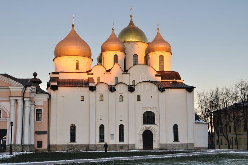 Domkyrka för St Sophia i Veliky Novgorod, Ryssland - landskap för solnedgångvinterarkitektur royaltyfri fotografi