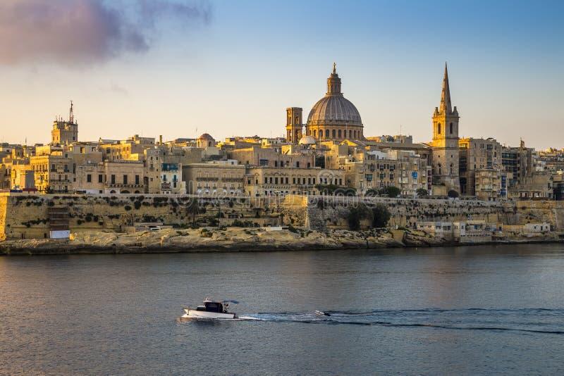 Domkyrka för Valletta, Malta - StPaul ` s och den forntida staden av Va royaltyfri foto