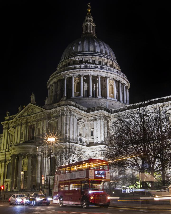 Domkyrka f?r St Paul ` s i London arkivfoton