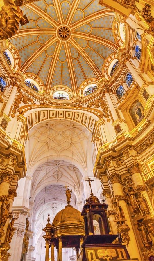 Domkyrka Granada Spanien för basilikakupolmålat glass royaltyfria foton
