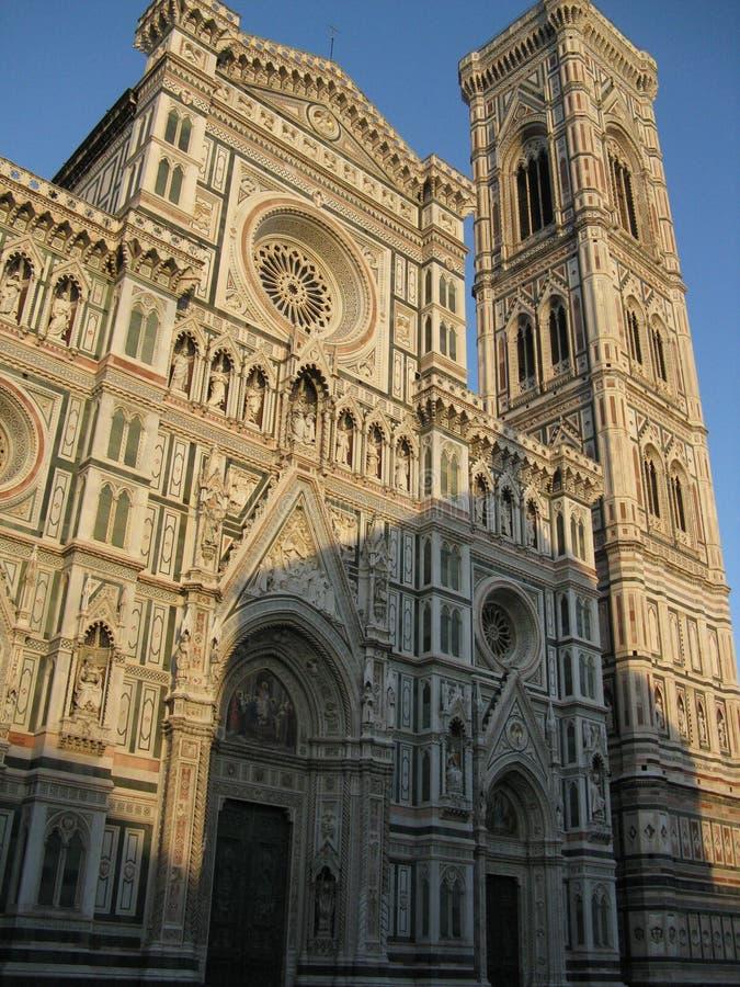 Domkyrka i Florence i solen som skiner fotografering för bildbyråer