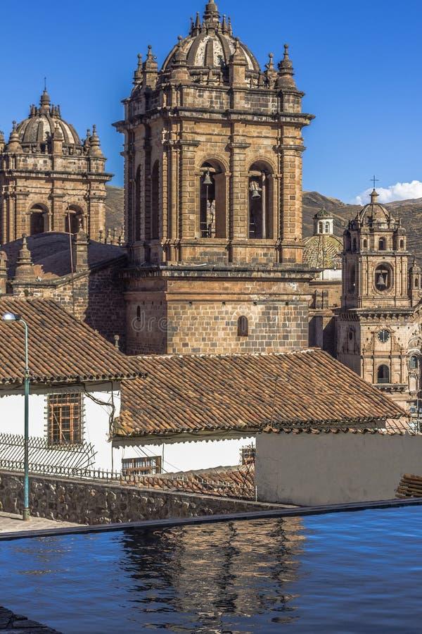 Domkyrka och samhälle av Jesus Church Bell Towers Cuzco Peru arkivbild