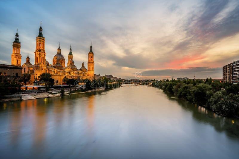 Domkyrka på solnedgången, Zaragoza, Spanien arkivbild