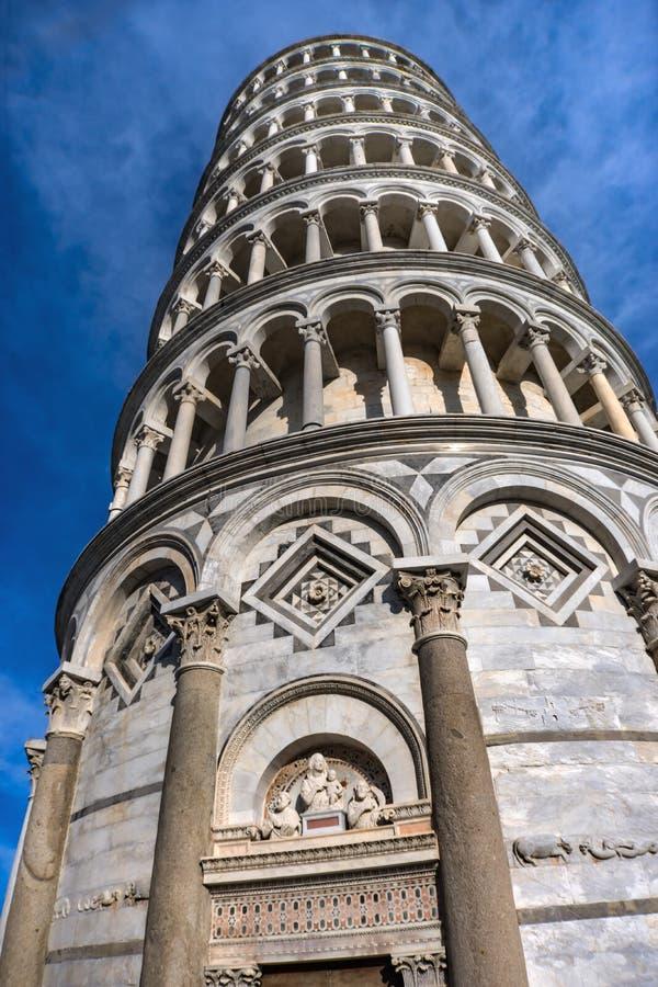 Domkyrka Pisa Italien för Campanile för ingång för dörr för benägenhettorn arkivfoton