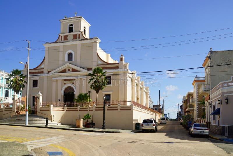Domkyrka San Felipe, Calle Gonzalo Marin, Arecibo, Puerto Rico arkivfoto