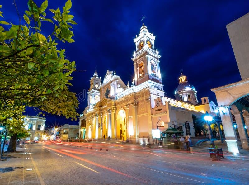 Domkyrkabasilika av Salta på natten - Salta, Argentina royaltyfri fotografi