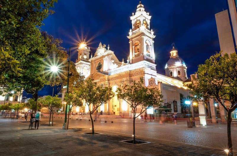 Domkyrkabasilika av Salta på natten - Salta, Argentina arkivfoto