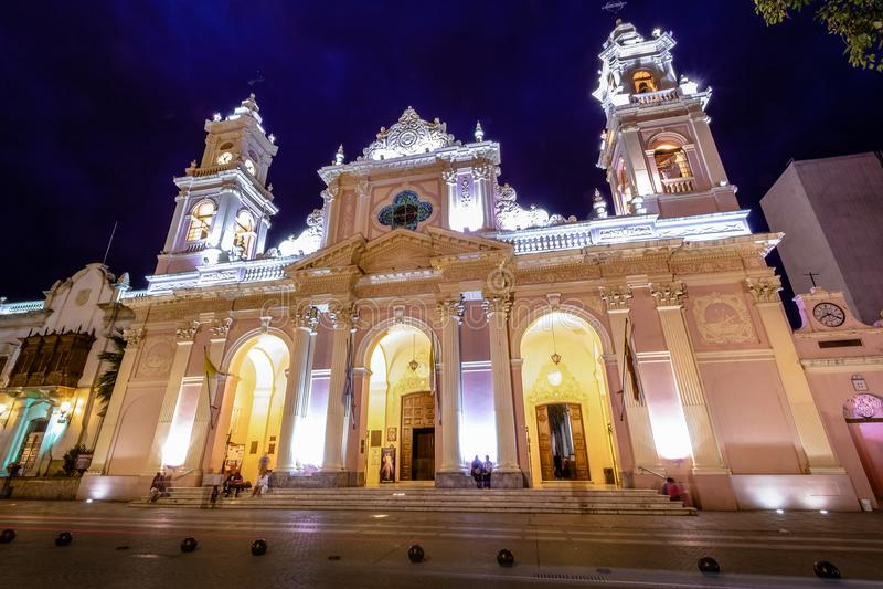 Domkyrkabasilika av Salta på natten - Salta, Argentina arkivbild