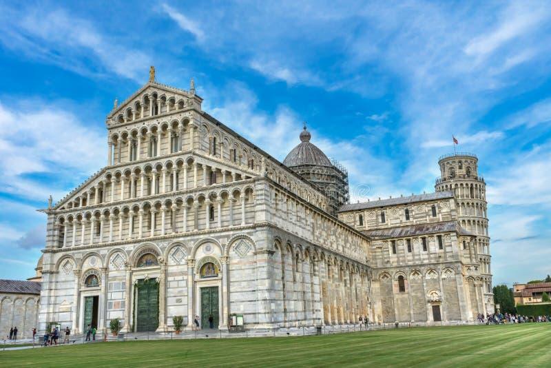 Domkyrkabenägenhettorn Piazza del Miracol Pisa Italien royaltyfria bilder