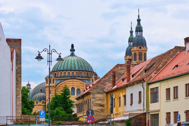 DomkyrkaCatedrala Sfanta Treime för helig Treenighet buller Sibiu, baksikt, som sett från stadsgatorna royaltyfri foto