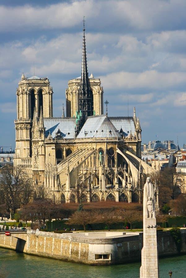 domkyrkadamenotre över paris seinesikt royaltyfri foto