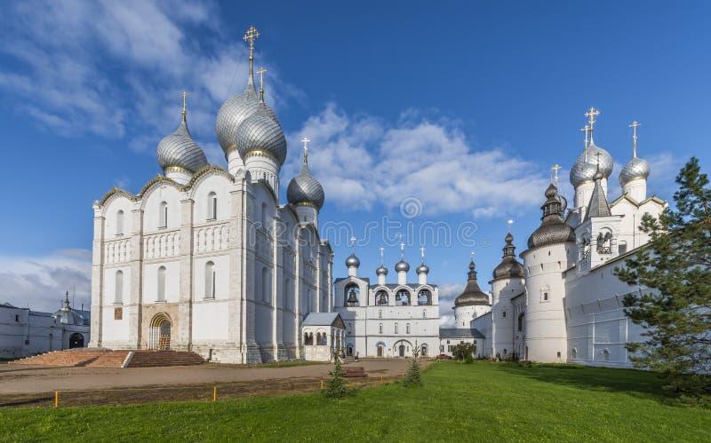Domkyrkafyrkant av den Rostov Kreml royaltyfri bild