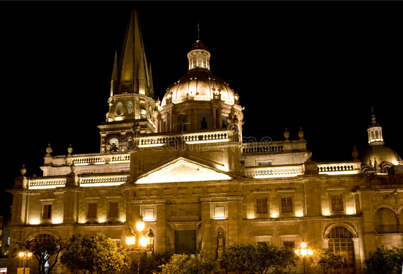 domkyrkaguadalajara mexico natt royaltyfria foton