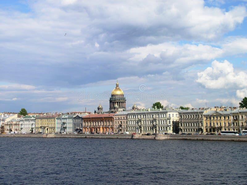 domkyrkaisaakpetersburg russia s st royaltyfri bild