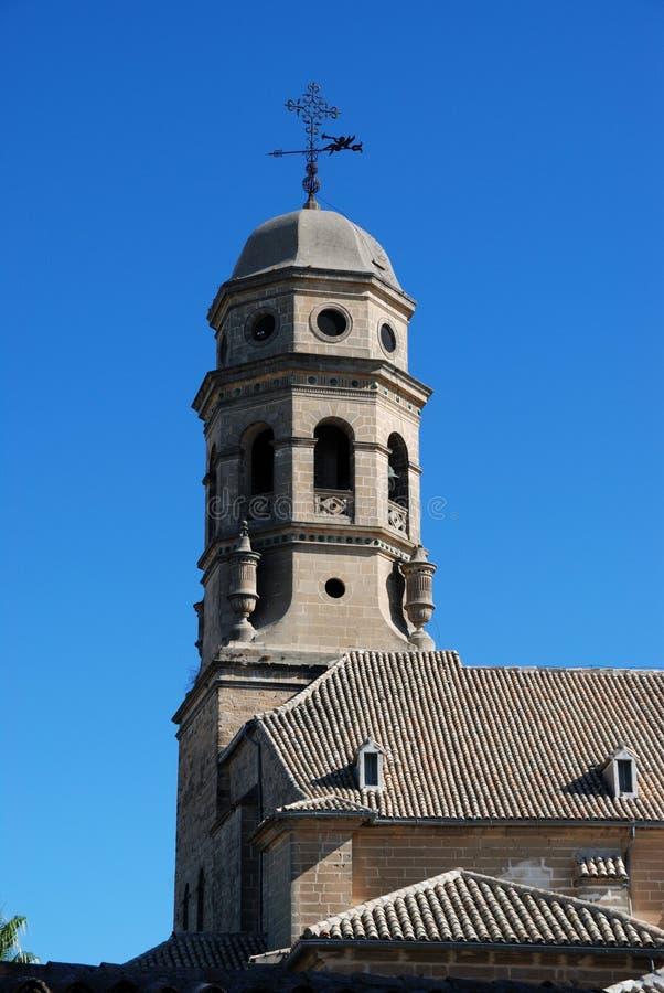 Domkyrkaklockatorn, Baeza, Spanien. royaltyfria foton
