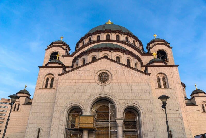 Domkyrkakyrka av helgonet Sava i mitten av staden av Belgrade, Serbien arkivfoton