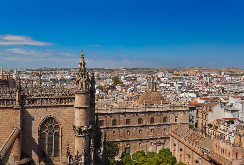 DomkyrkaLa Giralda på Sevilla Spain arkivbilder