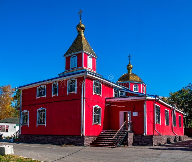 Domkyrkan av Kristi födelsen av Kristus är den äldsta träkyrkan i staden av Khabarovsk arkivfoto