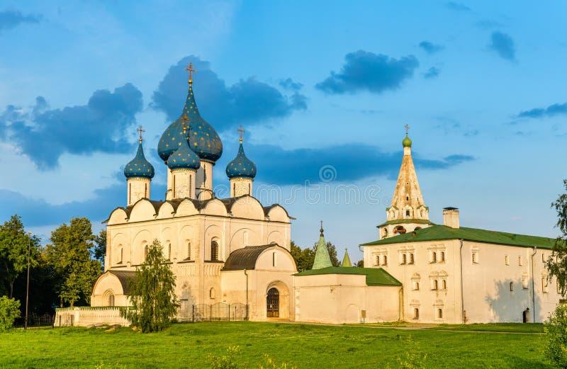Domkyrkan av Kristi födelsen av Theotokosen på den Suzdal Kreml, Ryssland arkivbilder