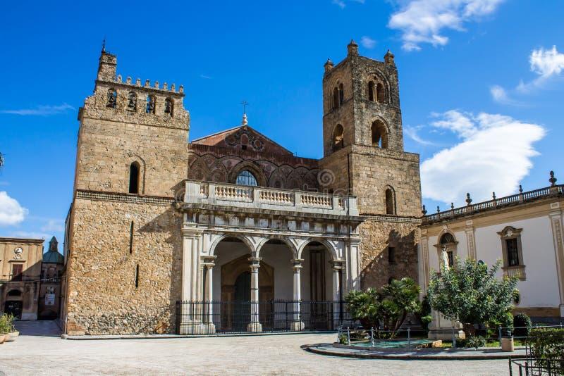 Domkyrkan av Monreale, nära Palermo, Italien fotografering för bildbyråer