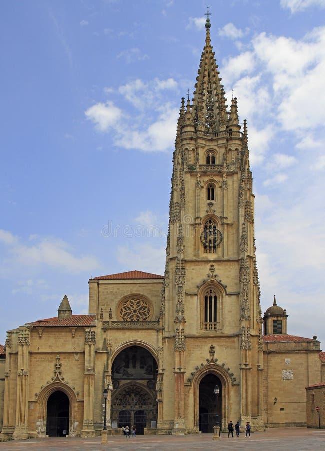 Domkyrkan av San Salvador i Oviedo royaltyfri foto