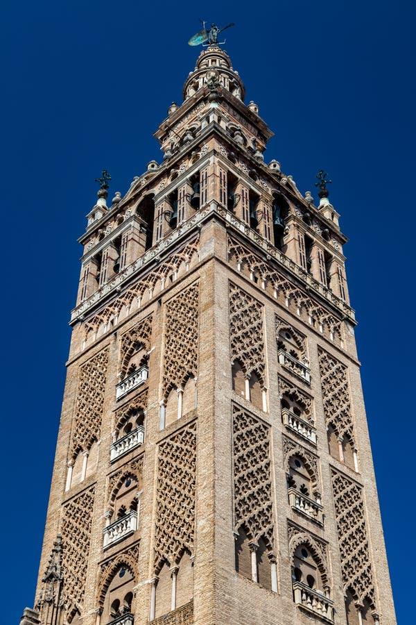 Domkyrkan av Sevilla och Giraldaen arkivbilder