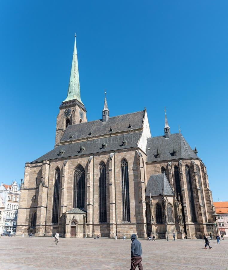 Domkyrkan av St Bartholomew, berömd historisk och religiös gränsmärke av Plzen arkivbilder