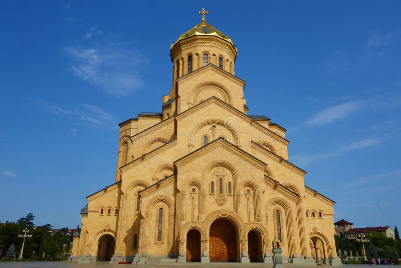 Domkyrkan för helig Treenighet av Tbilisi gemensamt, bekant som Sameba är den huvudsakliga domkyrkan av den georgiska ortodoxa ky royaltyfria foton