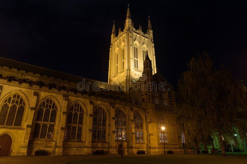 Domkyrkan för St Edmundsbury begraver in St Edmunds på natten fotografering för bildbyråer