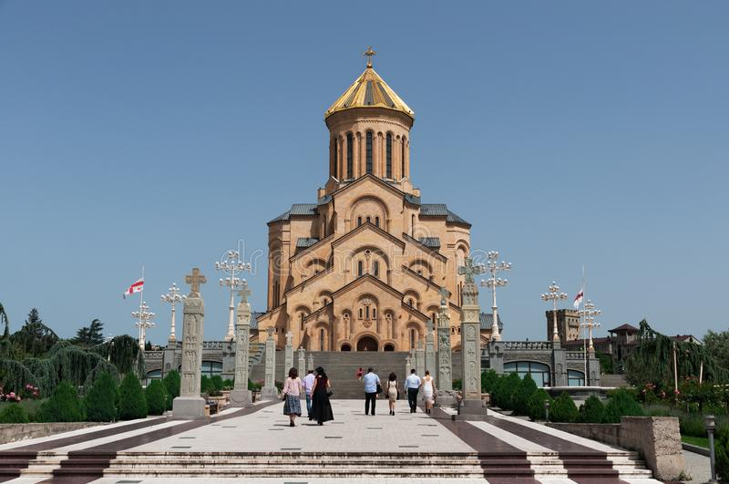 Domkyrkan f?r helig trinity av Tbilisi som gemensamt ?r bekant som Sameba i Georgia arkivfoto